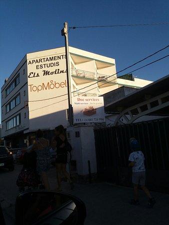 Apartaments Estudis Els Molins: 20160823_194340_large.jpg