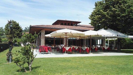 Puegnago sul Garda, Italia: ristorante immerso nel verde