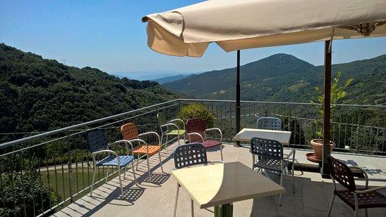 Fivizzano, Itália: una splendida vista dalla terrazza