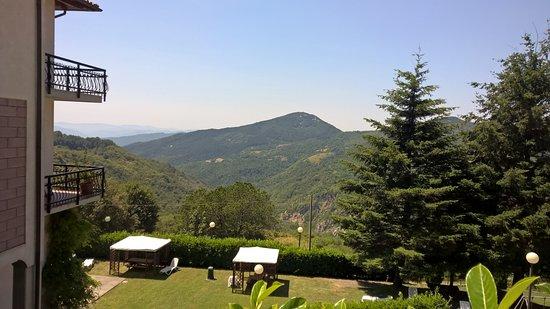 Fivizzano, Italie : bellissimo anche il giardino sotto alla terrazza !