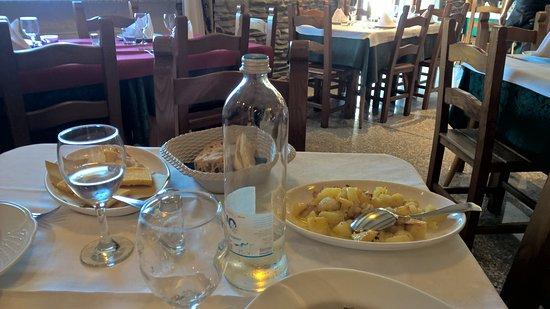 Fivizzano, Italia: ... poelnta fritta e patate al forno !