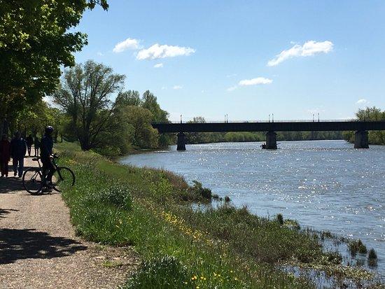 vue du bord de Loire et du Pont Canal de Briare