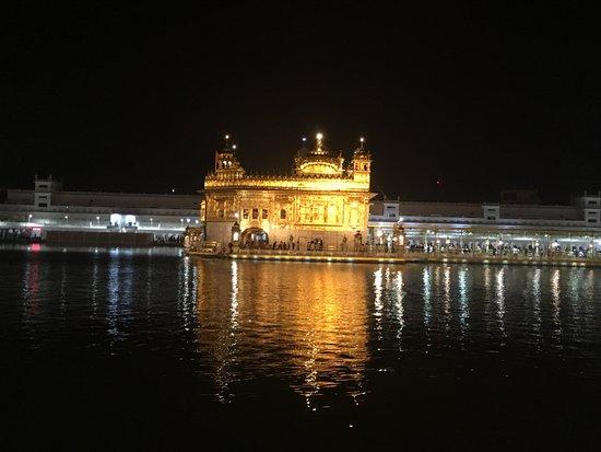 Det gyldne tempelet - Hari Mandir: Vista Nocturna