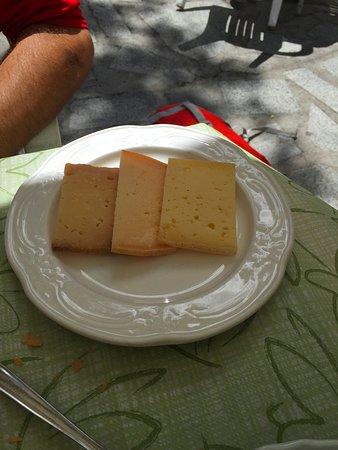 Giustino, Itália: porzione di formaggio ..