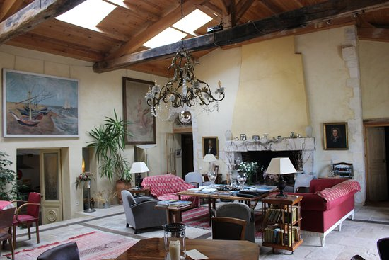 Le Corps de Garde : Lounge/Dining Room