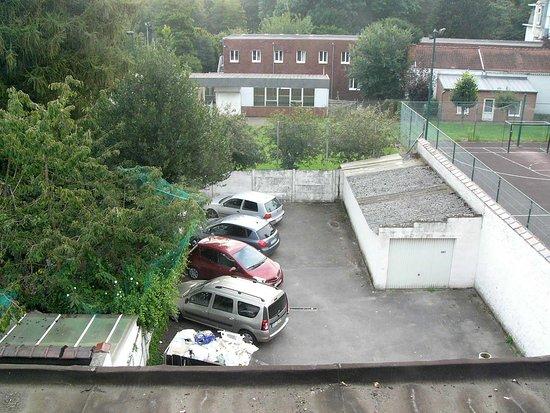 Strombeek-Bever, Belgio: Widok z okna. /parking/.