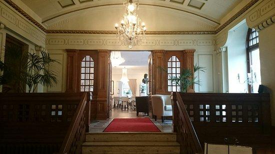 Kristianstad, Sverige: Entrén från Stadshotellets lobby