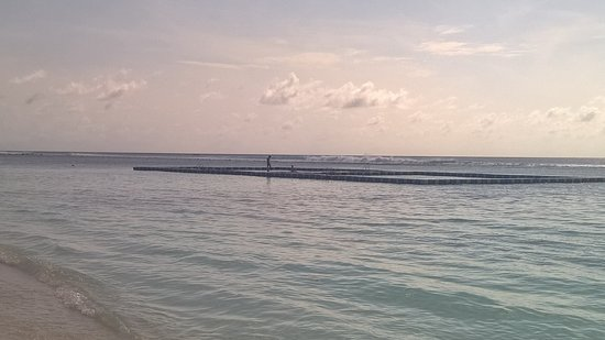 Hulhumale: offshore swimming pool!