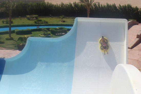 Charmillion Gardens Aqua Park: поездка в аквапарк,5-7 мин. от отеля автобусом