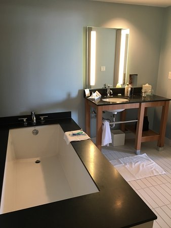 Kimpton Shorebreak Hotel: photo2.jpg