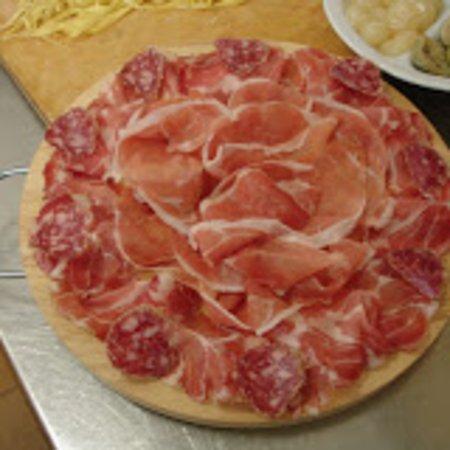 Mordano, Ιταλία: Tagliere di salumi da abbinare a gnocco fritto, tigelle o piadina romagnola