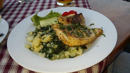 Tisno, Κροατία: Pyszna ryba z grila ale nazwy nie pamiętam :-)