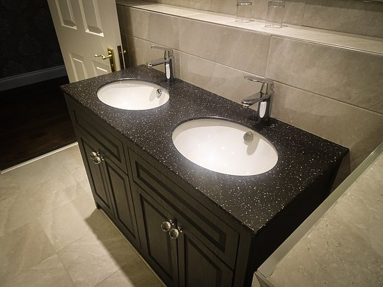 Elfordleigh Hotel: New double sink