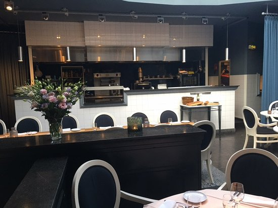 Restaurant mit Glaskuppel - Picture of Wielinga, Leiden - TripAdvisor