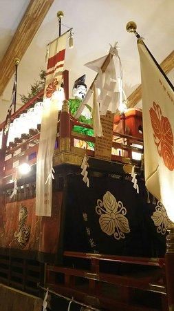 Esashi-cho, Japonya: 江差山車会館の山車が入れ替り、今年は蛭子山(中歌町)と豊榮山(豊川町)が展示されています😊