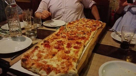 Hop Mill - Villa Iva: splendida pizza formato famiglia