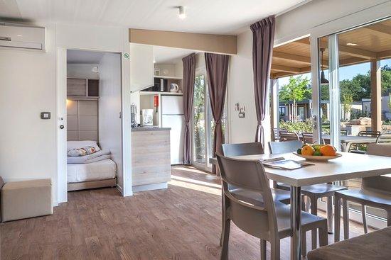 Mediterranean garden mobile home bild von lanterna for Mediterranean modular homes