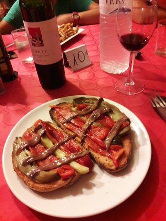 Monells, Spania: Buena relacion calidad precio Fuimos a cenar con amigos y hijos. La.comida muy buena y de la tie