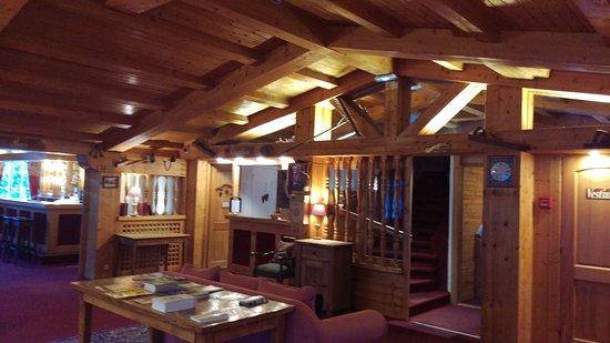 Hotel Chalet d'Antoine: Area hall ingresso, bar e reception