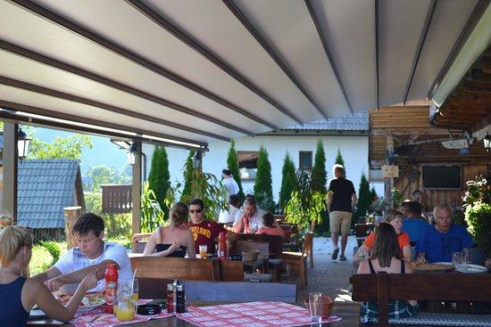 Srednja vas v Bohinju, Slovenien: Restaurant scene in August