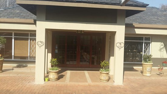 Alberton, Afrique du Sud : Front door of Guesthouse