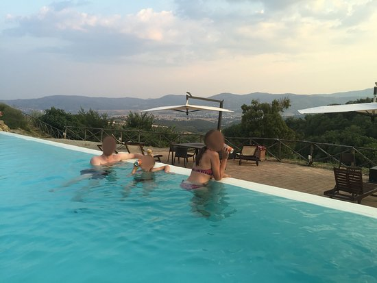 Tavernelle, Italia: Magnificent pool at Fontanelle