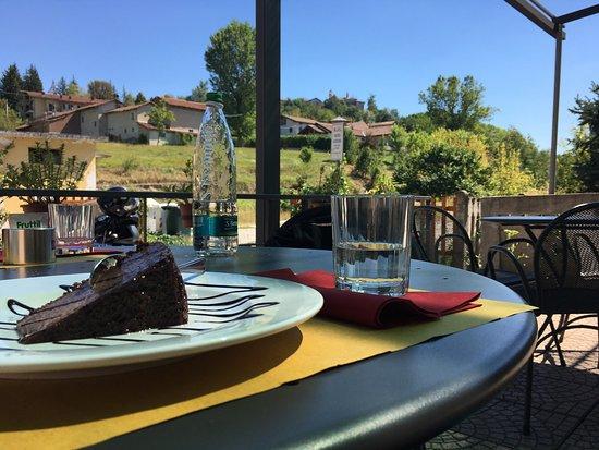 Monchiero, Italia: Posto molto accogliente e tranquillo, servizio di qualità e ottimi piatti locali!