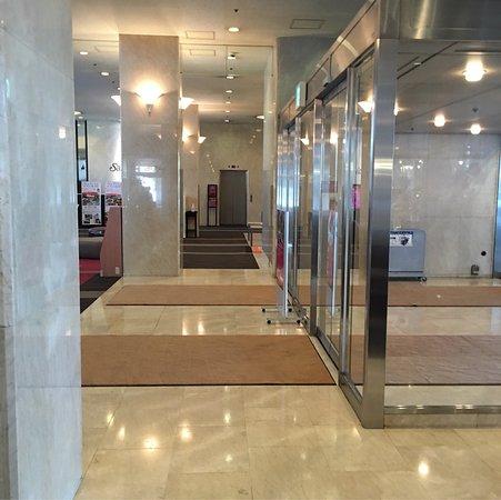 ANA Crowne Plaza Ube: ホテルの出入り口