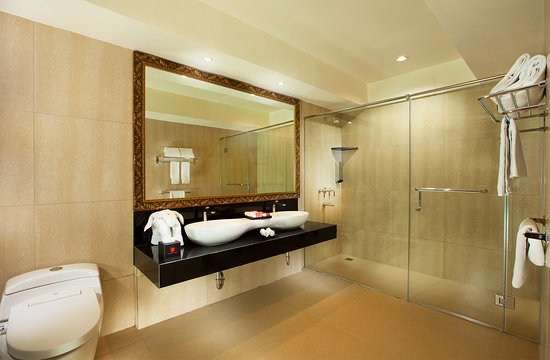 Lion Hotel & Plaza: Batik Suite Bath Room
