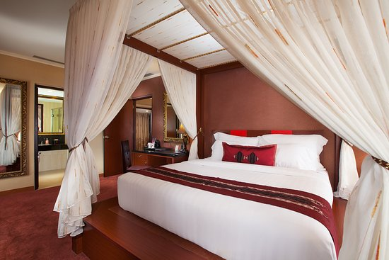 Lion Hotel & Plaza: Wing Suite Bed Room