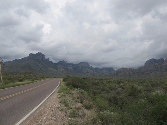 Alpine, TX: This is only the entrance. This this is the Chisos Mountain range