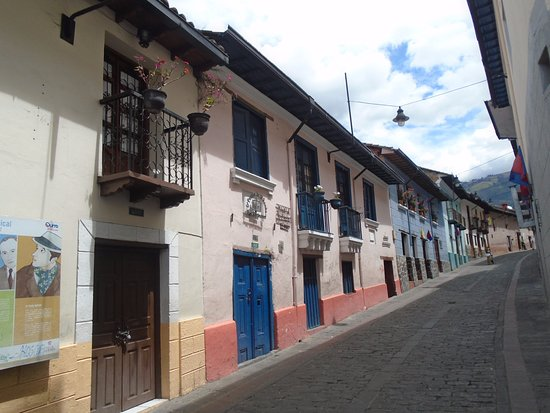 Calle La Ronda sábado por la mañana