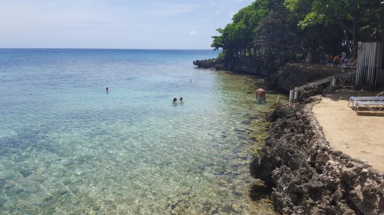 Theris Dixon's Isla Roatan day tours: Snorkeling and swimming site, west-end of Roatan.