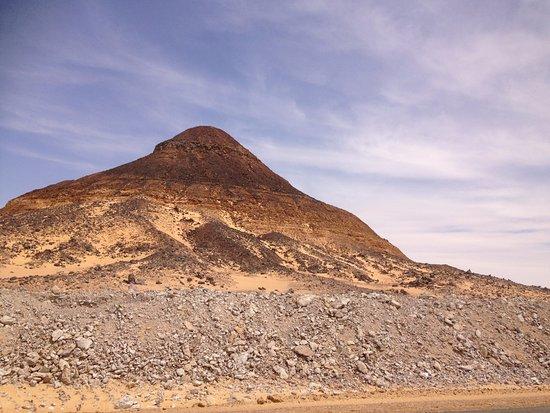 Black Desert : 黒砂漠の山。意外と高いです。