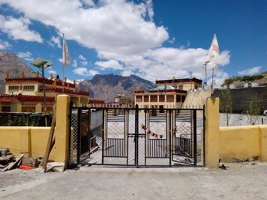 Sangla, Indien: monastery from outside