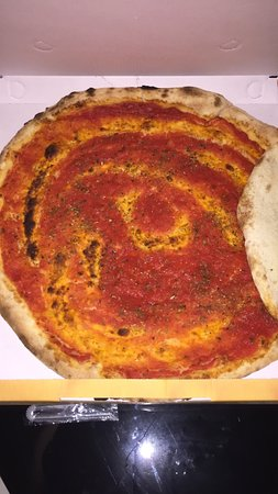 Uta, Italia: Semplice ma ottimo pizza marinara
