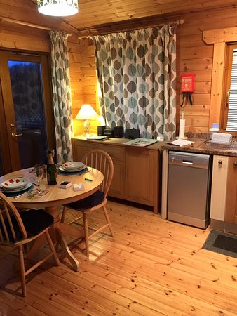 Kidderminster, UK: Well-equipped kitchen area with all you could need.