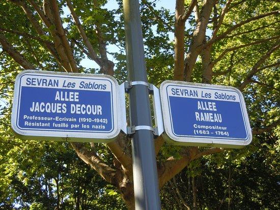 Parking de la Porte de Sevran Village à la jonction des allées