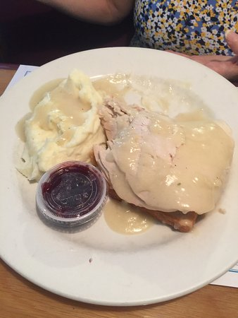 Seymour, คอนเน็กติกัต: Open face turkey sandwich. Made from real turkey, not processed. Pulled apart very nicely.