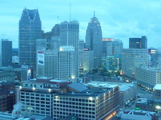 Greektown Casino Hotel: vue de la chambre 2324 à la tombée du jour.