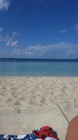 Island Beachcomber Hotel: 20160823_091453_large.jpg