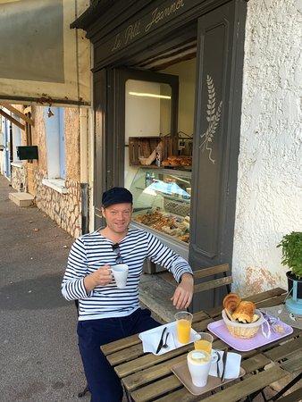 Le Petit Jeannot: Bij aankomst in de Vaucluse hebben we hier wat ontbeten. Een heel fijn zaakje, in het centrum va