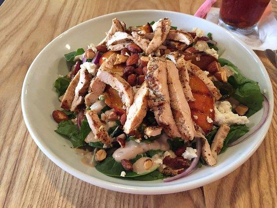 Texarkana, تكساس: Peachy Keen Green Salad