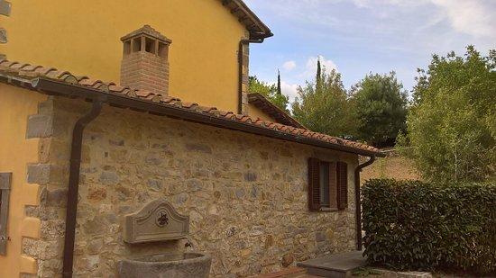Scansano, Italia: eines der Wohngebäude