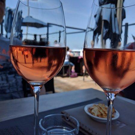 Wenduine, België: Een heerlijk glaasje rosé!