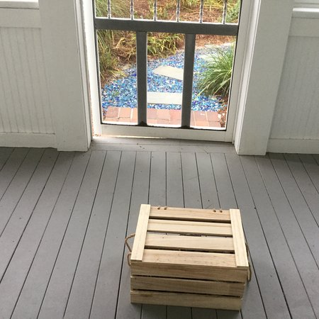 Blue - Inn on the Beach: Breakfast delivery on our Cottage Porch.