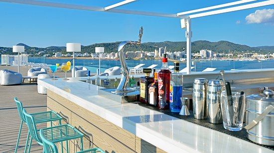 Port d'es Torrent, Spanien: Sol Sets Rooftop Bar