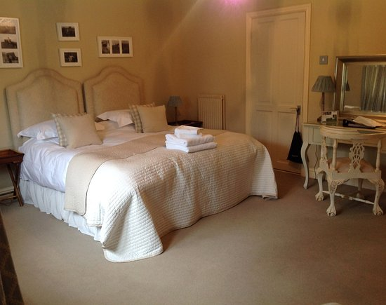 Great Ashley Farm B&B: Super kingsize beds with ensuite shower rooms