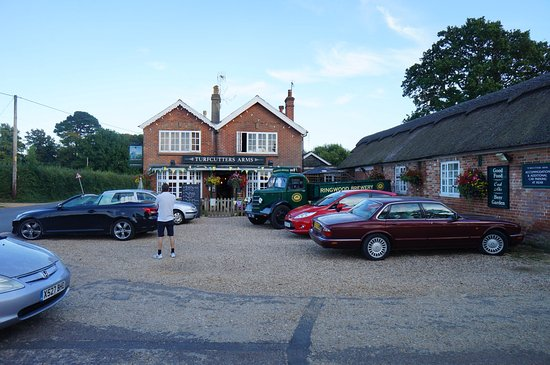Turfcutters Arms: Front Entrance and Car Park