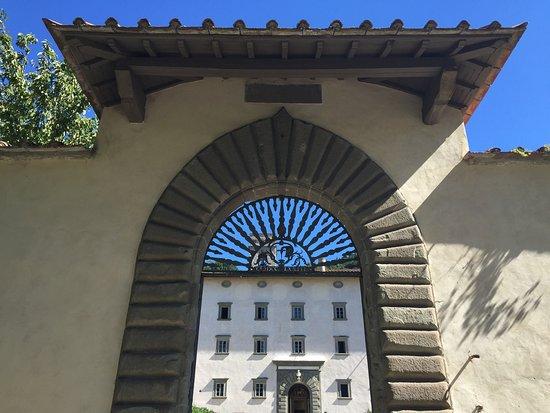 Vallombrosa, Italien: MERAVIGLIOSA :-) È una abbazia ricadi spiritualità e calma ascetica! È sempre un piacere passare